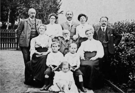Eric Liddell, Family Photo, 1907, Drymen
