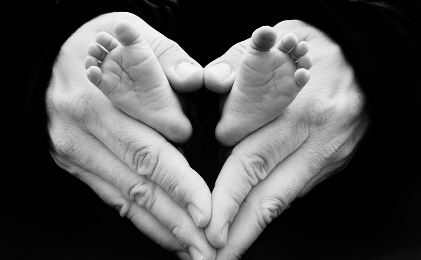 babies feet, baby in fathers hands