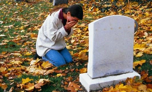 lost loved one, death of a friend, grave sight, grief, crying